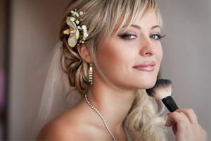 300x200-blone-lumia-bride-make-up-brush